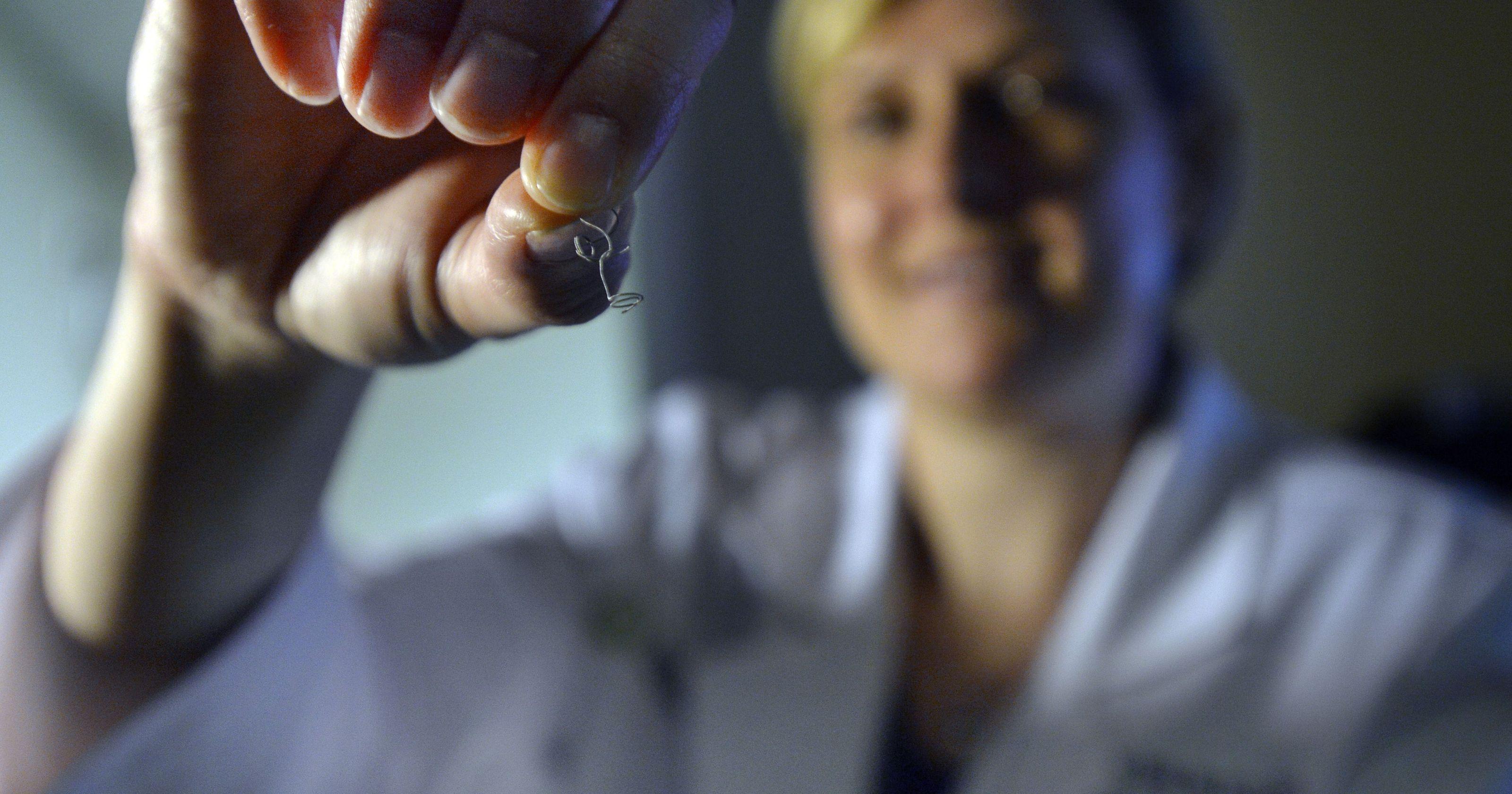 علاج التمدد الشرياني عن طريق قسطرة المخ